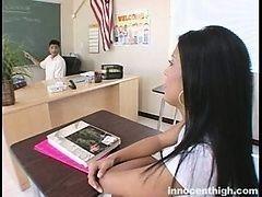 Сексуальная латиноамериканская студентка дала лизать свою киску профессору