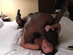Прекрасная зрелая жена и ее новый черный ебарь