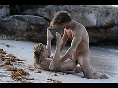 Экстремальный художественный секс горячей пары на пляже