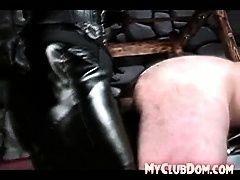 Брутальный раб трахнутый госпожой
