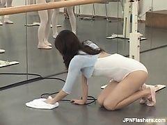 Противная и сексуальная азиатская балерина
