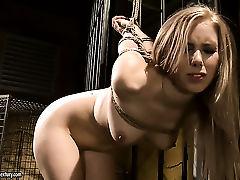 Блондинка с сочными дынями готова к порно подвигам