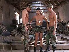 Бисексуалы в армии