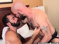 Бородатые геи трахаются без презерватива