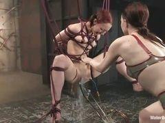 Sabrina Sparx связана и наказана в сцене БДСМ