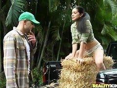Ayana Haze и Jmac снимают горячее сексуальное видео в лесу для Вашего удовольствия!
