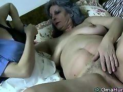 Толстая старуха с волосатой мандой трахается с молодой лесбиянкой