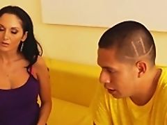 Молодая пара, занимающаяся сексом с их училкой истории