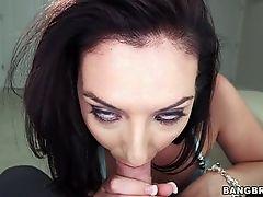 Ее большому рту нужен большой член