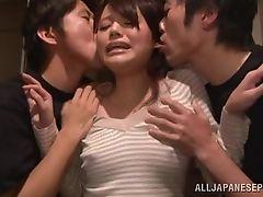 Miku трахается с двумя парнями