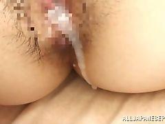 Грудастая японская мамочка получает сперму