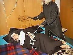 Старая хлеставшая монахиня и намного больше