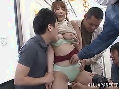 Японская брюнетка трахается группой на метро