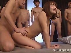 Японская шлюха не может получить достаточно члена в заднице
