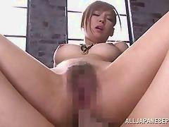 Сексуальная малышка берет его в задницу