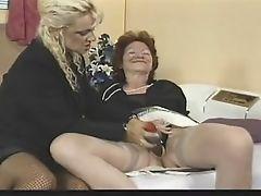 Возбужденные старые лесбиянки хотят ебаться