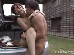 Азиатская красавица трахается снаружи