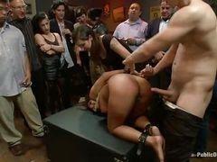 Danny Wylde любит трахать Evi Fox на вечеринке