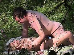 Соблазнительная рыжая балуется диким сексом со своим мужем