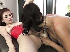 Рыжая милашка Bree Daniels дает лизать смуглой лесбиянке Dana Vespoli