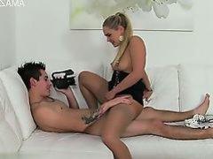 блондинка скачет на твердом хуе своего друга а он снимает это на видео